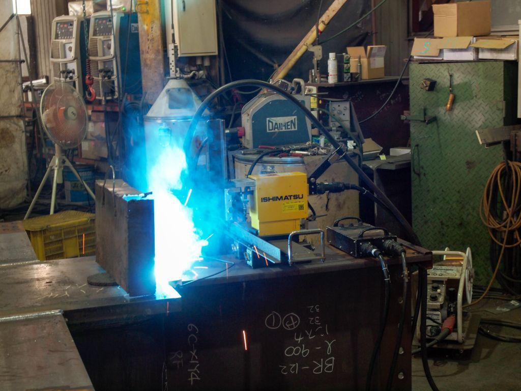 コベルコROBOTiX  可搬型溶接ロボット「石松」